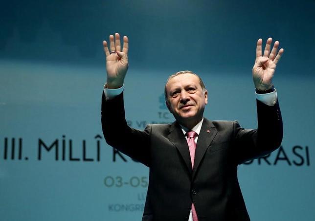 3月5日、トルコのエルドアン大統領(写真)は、4月の国民投票に向けたドイツでのトルコ系住民の政治集会をドイツ政府が禁じたことを受け、「ナチス時代と変わらない」と批判した。写真はトルコ・イスタンブールで3日撮影。提供写真(2017年 ロイター)