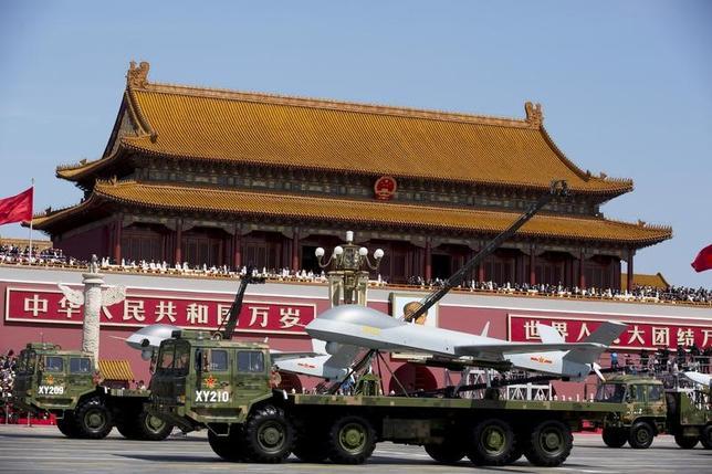 3月6日、2017年の中国国防費は前年比7%増の1兆0440億元(1514億3000万ドル)になることが分かった。写真は北京で2015年9月代表撮影(2017年 ロイター)