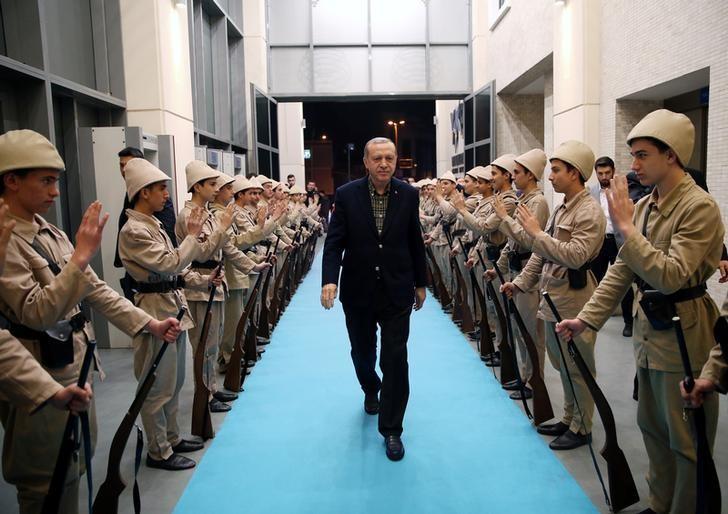 Turkish President Tayyip Erdogan arrives for a meeting in Istanbul, Turkey, March 5, 2017. Picture taken March 5, 2017. Murat Cetinmuhurdar/Presidential Palace/Handout via REUTERS
