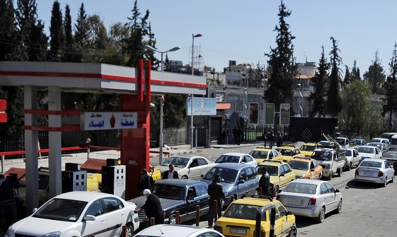 Image result for سيارات أمام محطات الوقود في سوريا