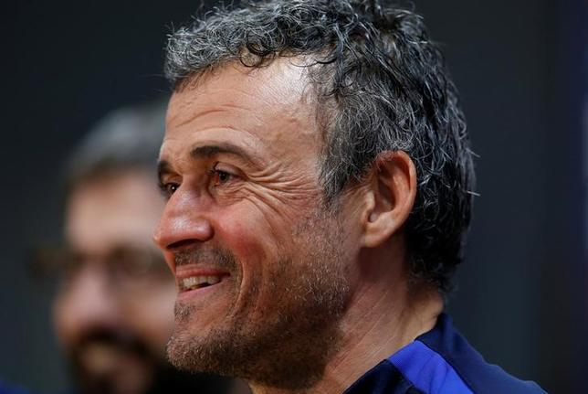 3月6日、サッカーのスペイン1部、バルセロナのルイスエンリケ監督は、8日にホームで行われる欧州CL決勝トーナメント1回戦、パリ・サンジェルマンとの第2戦での逆転突破を信じていると語った。バルセロナで3日撮影(2017年 ロイター/Albert Gea)