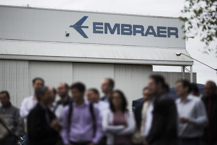 Employees of Embraer's main aircraft factory hold an assembly outside their workplace in Sao Jose dos Campos October 22, 2014. REUTERS/Roosevelt Cassio/Files