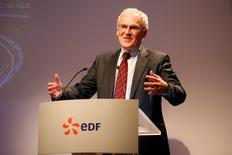 Le PDG d'EDF, Jean-Bernard Levy. EDF a annoncé mardi le lancement de son augmentation de capital d'environ quatre milliards d'euros avec maintien du droit préférentiel de souscription, destinée à renforcer sa structure financière. /Photo prise le 14 février 2017/REUTERS/Charles Platiau