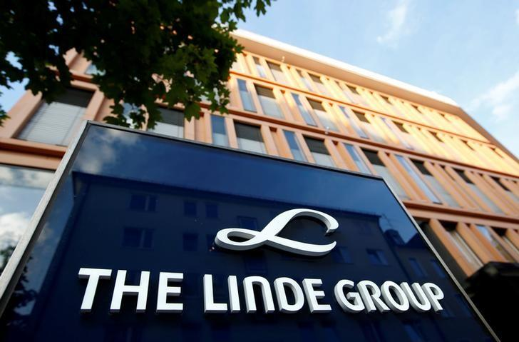 FILE PHOTO: Linde Group headquarters is pictured in Munich, Germany August 15, 2016. REUTERS/Michaela Rehle/File Photo