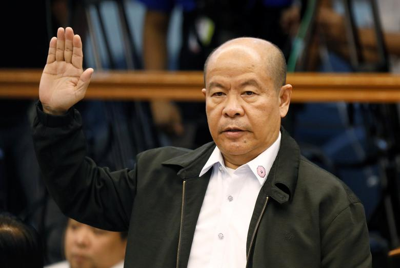 Retired policeman Arturo Lascanas takes an oath before testifying at the Philippine Senate inquiry on alleged extra judicial killings, in Manila, March 6, 2017. REUTERS/Erik De Castro