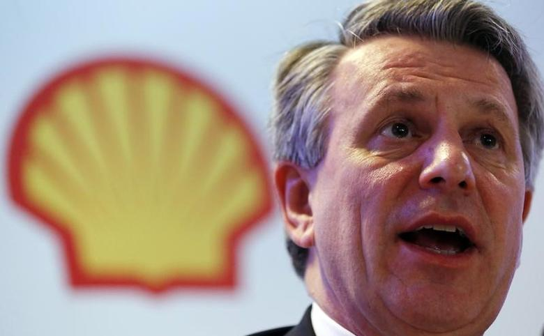 Ben van Beurden, chief executive officer of Royal Dutch Shell, speaks during a news conference in Rio de Janeiro, Brazil, February 15, 2016. Royal Dutch Shell, Europe's largest oil company, believes that investment in Brazil's subsalt offshore areas will remain robust, Chief Executive Van Beurden said in Rio de Janeiro on Monday. Van Beurden said that subsalt areas should be able to break even at oil prices expected this year. The global oil industry must invest $1.5 trillion a year to maintain output, he added.  REUTERS/Sergio Moraes