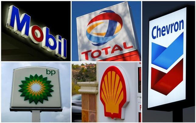 3月8日、石油メジャーの財務改善が先送りされる可能性がでてきた。写真は5大メジャーのロゴ(2017年 ロイター/File Photo)