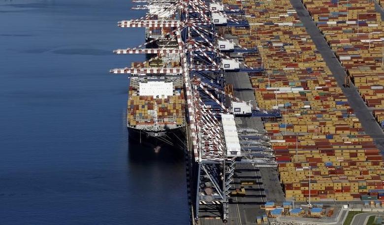2012年11月,意大利南部集装箱港口Gioia Tauro俯视图。REUTERS/Alessandro Bianchi