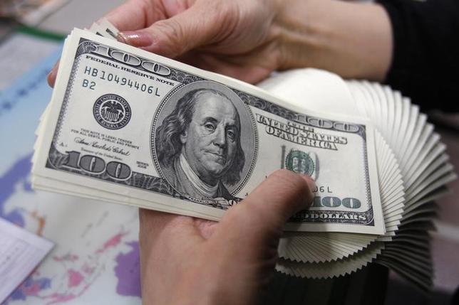 3月10日、正午のドル/円は、前日ニューヨーク市場午後5時時点と比べ、ややドル高/円安の115.19/21円だった。写真は都内で2009年11月撮影(2017年 ロイター/Yuriko Nakao)