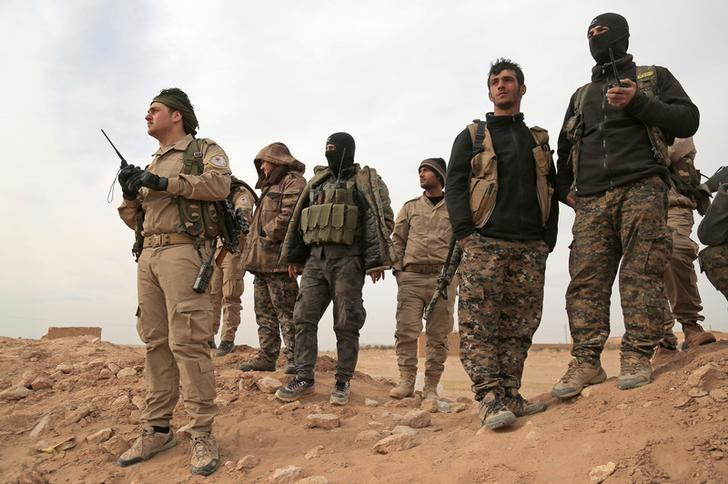 FILE PHOTO: Syrian Democratic Forces (SDF) fighters gather during an offensive against Islamic State militants in northern Raqqa province, Syria February 8, 2017. REUTERS/Rodi Said/File Photo