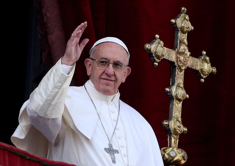 FILE PHOTO: Pope Francis waves after delivering his ''Urbi et Orbi'' (to the city and the world) message from the balcony overlooking St. Peter's Square at the Vatican December 25, 2016. REUTERS/Alessandro Bianchi/File Photo