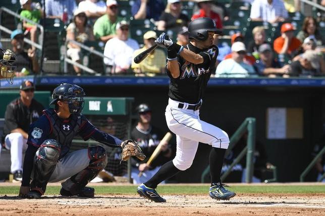 3月10日、MLBマーリンズのイチロー外野手はツインズ戦に2番・指名打者で出場し、オープン戦初安打を記録した(2017年 ロイター/Scott Rovak-USA TODAY Sports)