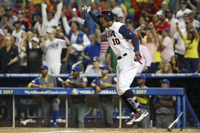 3月10日、野球のWBC1次リーグC組、米国はコロンビアに延長10回、3─2で勝利を収めた。アダム・ジョーンズがサヨナラヒット(2017年 ロイター/Logan Bowles-USA TODAY Sports)
