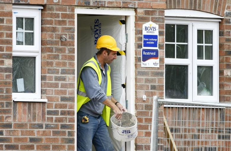 FILE PHOTO: A builder works at a Bovis homes housing development near Bolton, Britain, July 9, 2008. REUTERS/Phil Noble/File Photo  - RTSWZRS