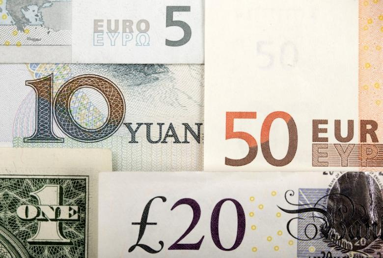 图为2011年1月拍摄的人民币、美元、欧元和英镑等币种。REUTERS/Kacper Pempel