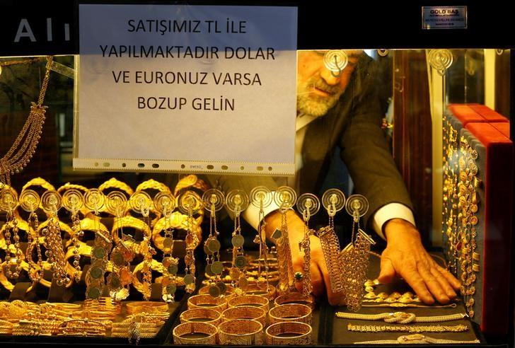 A goldsmith arranges gold wristbands at a jewellery shop at the Grand Bazaar in Istanbul, Turkey, December 5, 2016.  REUTERS/Murad Sezer/File Photo