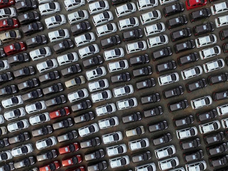 FILE PHOTO: Electric cars are seen at a parking lot of an automobile factory in Xingtai, Hebei province, China April 26, 2016. REUTERS/Stringer/File Photo