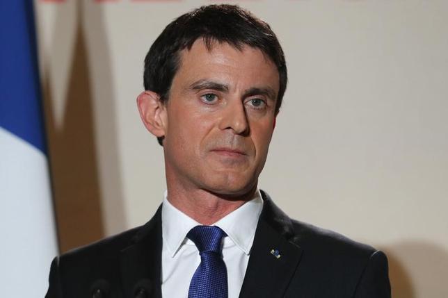 3月13日、フランスのバルス前首相は、4─5月に行われる大統領選の第1回投票で中道系独立候補のマクロン前経済相を支持するよう有権者に呼び掛ける。仏紙ル・パリジャンが関係者の話として報じた。写真は1月、パリで行われたフランス左党大統領候補選挙2回目の中途結果発表で、撮影(2017年 ロイター/Philippe Wojazer)