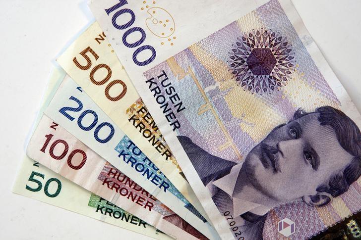 File illustration picture of Norwegian banknotes of different denominations, taken in Trondheim October 31, 2008. REUTERS/SCANPIX Gorm Kallestad