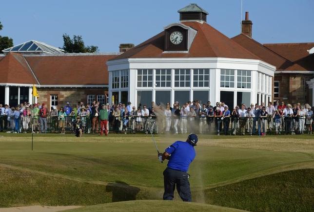 3月14日、男子ゴルフの全英オープン選手権を16度開催している英スコットランドのミュアフィールド・リンクスは、女性会員の可否に関する投票で3分の2以上の賛成票があったため女人禁制の規定を撤廃したことを発表した。2013年7月撮影(2017年 ロイター/Russell Cheyne)
