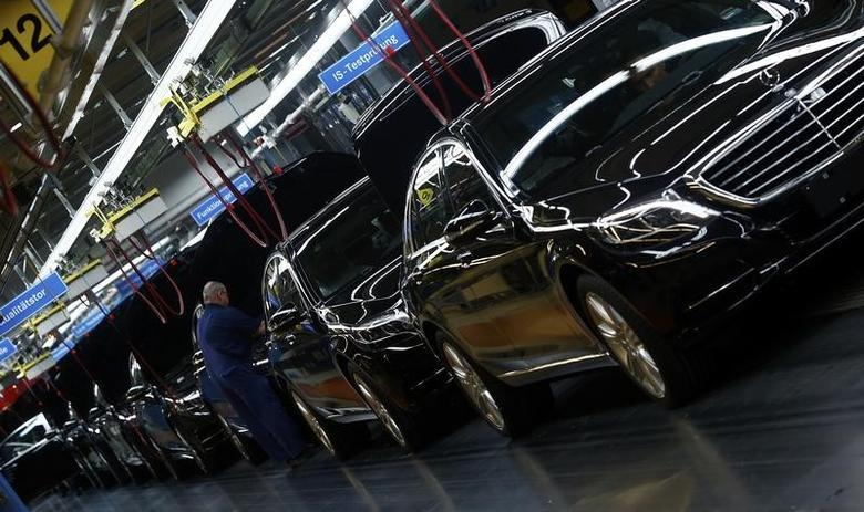 Workers assemble Mercedes-Benz S-class models at their plant in Sindelfingen near Stuttgart January 28, 2015. REUTERS/Michael Dalder