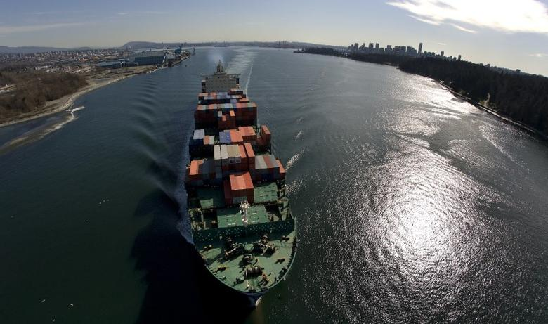A container ship departs Burrard Inlet in Vancouver, British Columbia March 6, 2009.       REUTERS/Andy Clark