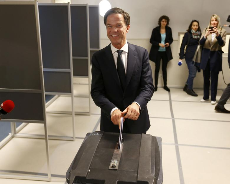 Dutch Prime Minister Mark Rutte of the VVD party votes in the general election in The Hague, Netherlands, March 15, 2017.     REUTERS/Michael Kooren