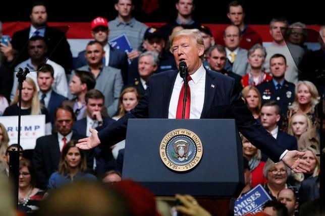 3月15日、トランプ米大統領は、同氏にとって最初の主要法案である医療保険制度改革(オバマケア)の改廃法案への支持を仰ぐため、テネシー州ナッシュビルで大規模集会を開催した(2017年 ロイター/Jonathan Ernst)