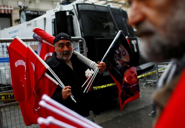 A street vendor sells Turkish flags during a protest in front of the Dutch Consulate in Istanbul, Turkey, March 12, 2017. REUTERS/Murad Sezer/Files