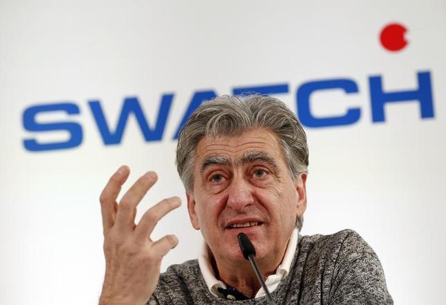 3月16日、スイスの時計大手スウォッチ・グループのニック・ハイエック最高経営責任者(CEO、写真)は、スマートウォッチ用の基本ソフトウエア(OS)を2018年までに開発する方針だと述べた。写真はスイスのビールで撮影(2017年 ロイター/Denis Balibouse)