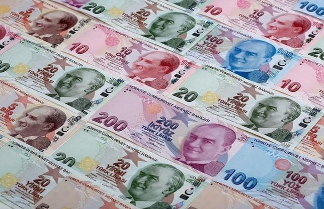 FILE PHOTO: Turkish lira banknotes are seen in a photo illustration shot January 7, 2014.   REUTERS/Murad Sezer/Illustration/File Photo