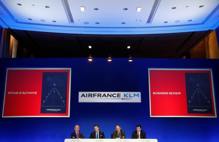 (L-R) Frederic Gagey, Chief Financial Officer of Air France-KLM, Pieter Elbers, President and CEO of KLM, Jean-Marc Janaillac, Chairman and Chief Executive Officer of Air France-KLM and Chairman of Air France, and Franck Terner, Chief Executive of Air France, attend the group's 2016 annual results news conference in Paris, France, February 16, 2017. REUTERS/Christian Hartmann