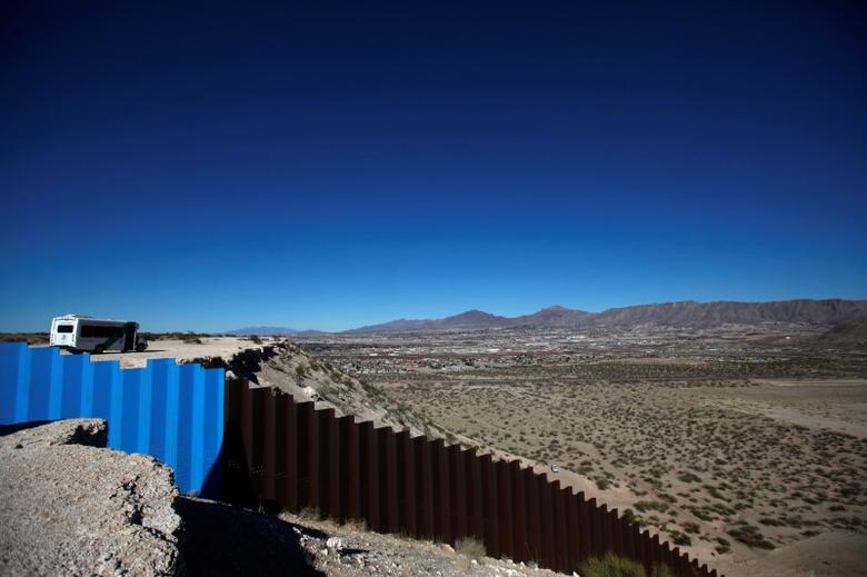 A general view shows a newly built section of the U.S.-Mexico border fence at Sunland Park, U.S. opposite the Mexican border city of Ciudad Juarez, Mexico January 26, 2017. REUTERS/Jose Luis Gonzalez