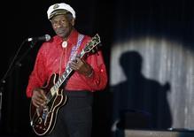 Imagen de archivo de la leyenda del rock'n'roll Chuck Berry durante el concierto del Baile de la Rosa en Montecarlo, Mónaco. 28 marzo 2009. Berry fue encontrado muerto el sábado en su casa de Misuri, informó la policía del condado de St. Charles en un comunicado publicado en Facebook. REUTERS/Eric Gaillard