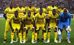 Mali national soccer team players pose for a photograph before the start of their Group D soccer match against Cameroon of the 2015 African Cup of Nations in Malabo January 20, 2015. REUTERS/Amr Abdallah Dalsh