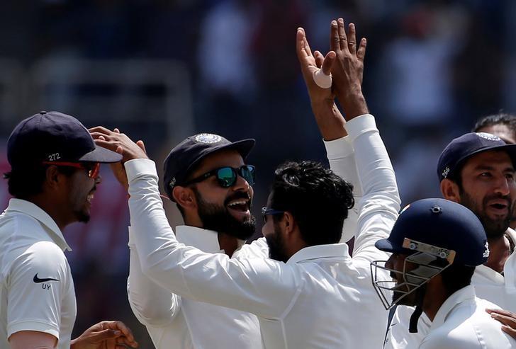 Cricket - India v Australia - Third Test cricket match - Jharkhand State Cricket Association Stadium, Ranchi, India - 20/03/17 - India's captain Virat Kohli (C) celebrates the dismissal of his Australian counterpart Steven Smith with his teammates. REUTERS/Adnan Abidi