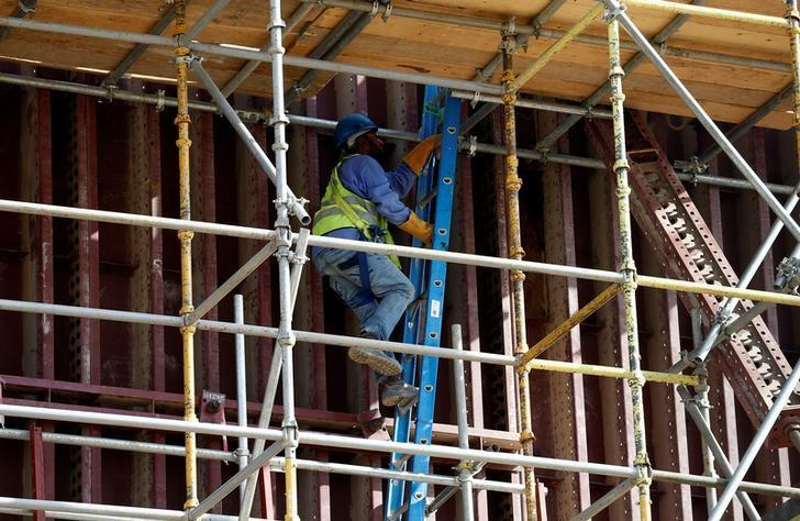 An Asian labourer climbs a ladder as he works at the construction site of a building in Riyadh, Saudi Arabia August 4, 2016. REUTERS/Faisal Al Nasser