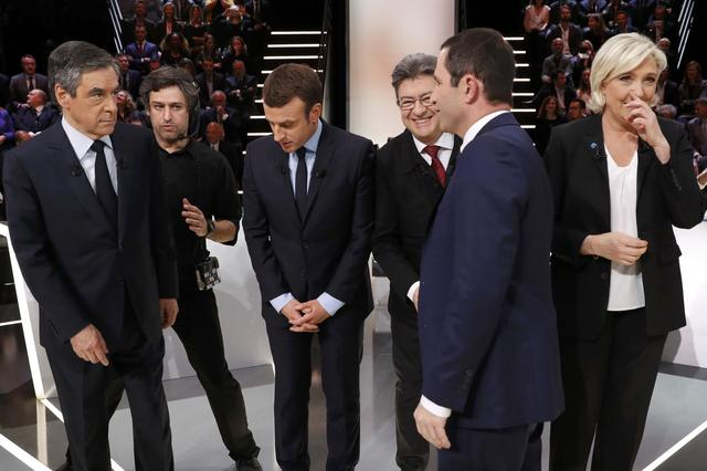 Candidates for the 2017 presidential election (LtoR) Francois Fillon, former French Prime Minister, member of the Republicans and candidate of the French centre-right, Emmanuel Macron, head of the political movement En Marche !, or Onwards !, Jean-Luc Melenchon of the French far left Parti de Gauche, Marine Le Pen, French National Front (FN) political party leader and Benoit Hamon of the French Socialist party (PS) pose before a debate organised by French private TV channel TF1 in Aubervilliers, outside Paris, France, March 20, 2017. REUTERS/Patrick Kovarik/Pool