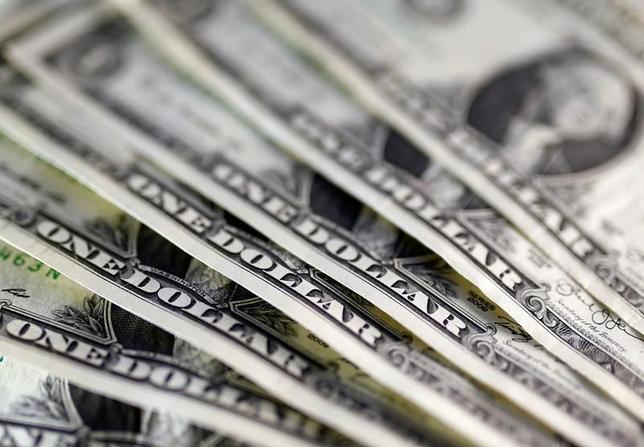 3月20日、終盤のニューヨーク外為市場ではポンド/ドルが下落。英政府が29日にEU基本条約50条を発動し、正式なEU離脱通告を行うと表明したことが材料視された。昨年11月撮影(2017年 ロイター//Dado Ruvic)