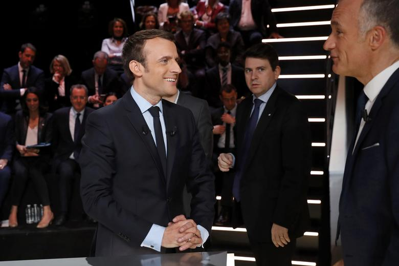 Candidate for the 2017 presidential election Emmanuel Macron, head of the political movement En Marche !, or Onwards !, arrives for a debate organised by French private TV channel TF1 in Aubervilliers, outside Paris, France, March 20, 2017. REUTERS/Patrick Kovarik/Pool