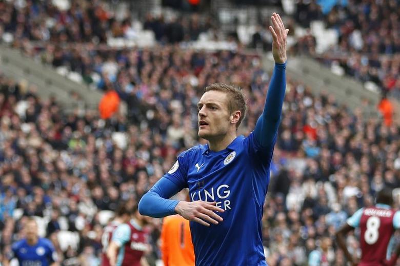 Leicester City's Jamie Vardy celebrates scoring their third goal  Reuters / Peter Nicholls
