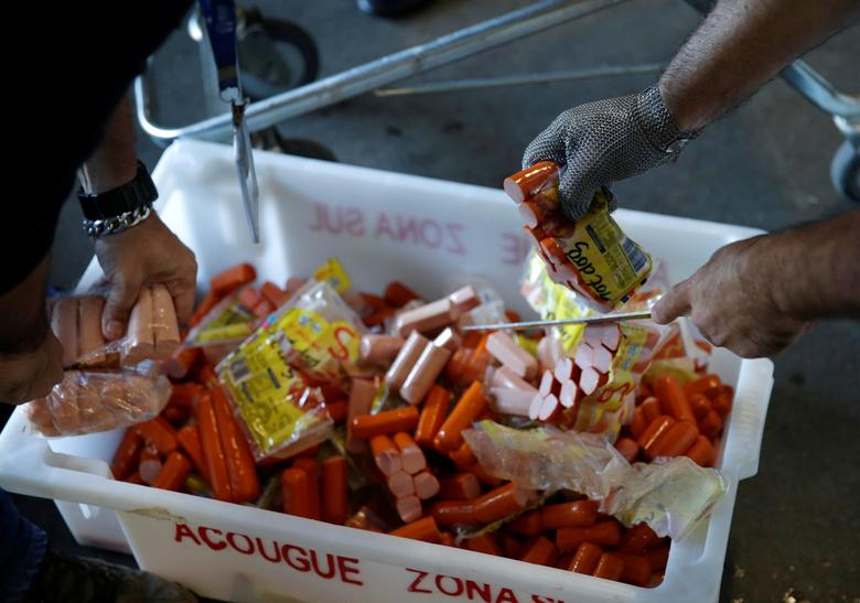 Members of the Public Health Surveillance Agency collect sausages to analyse in their laboratory, at a supermarket in Rio de Janeiro, Brazil, March 20, 2017. REUTERS/Ricardo Moraes