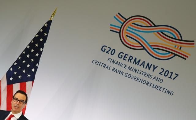 3月20日、18日までドイツで開かれたG20財務相・中央銀行総裁会議では、ムニューシン米財務長官(写真)の物腰が柔らかく、ビジネスライクな姿勢に各国は一安心した。バーデンバーデンで18日撮影(2017年 ロイター/Kai Pfaffenbach)