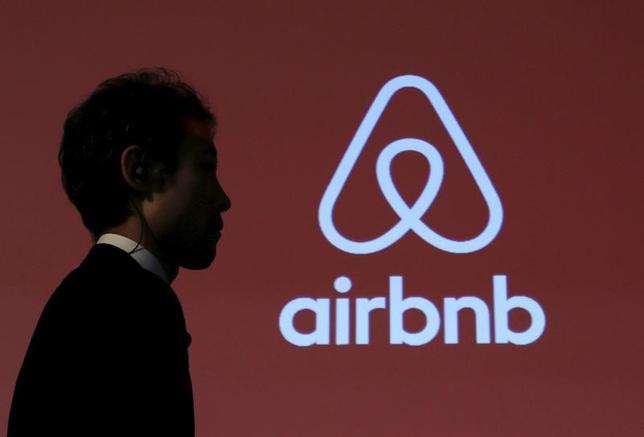 3月21日、宿泊予約サイトを運営する「Airbnb(エアビーアンドビー)」は、中国事業を拡大する方針を明らかにした。写真は都内で行われた記者会見場で2015年11月撮影(2017年 ロイター/Yuya Shino)