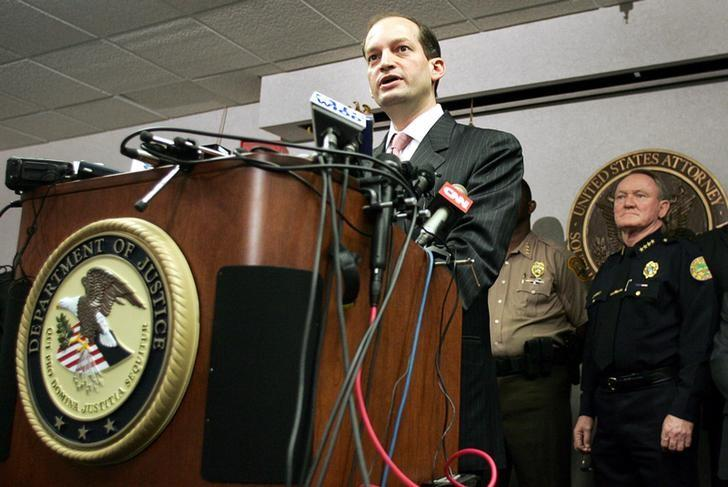 U.S. Attorney R. Alexander Acosta (L) and other law enforcement officials hold a news conference in Miami, Florida, June 23, 2006.REUTERS/Marc Serota/Files