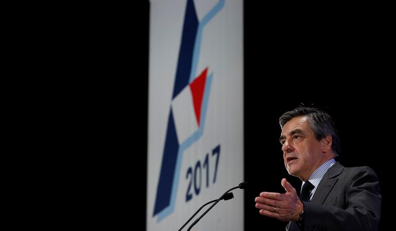 Francois Fillon, former French Prime Minister, member of the Republicans political party and 2017 presidential election candidate of the French centre-right delivers a speech at a campaign rally in Courbevoie, near Paris, France, March 21, 2017. REUTERS/Christian Hartmann