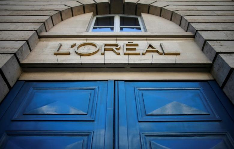 FILE PHOTO -  A logo is seen over the entrance of Cosmetics company L'Oreal building in Paris, August 16, 2013.     REUTERS/Christian Hartmann/File Photo