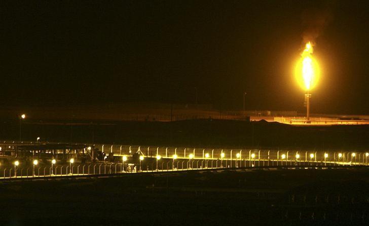FILE PHOTO: Shaybah oilfield complex is seen at night in the Rub' al-Khali desert, Saudi Arabia, November 14, 2007.    REUTERS/Ali Jarekji/File Photo