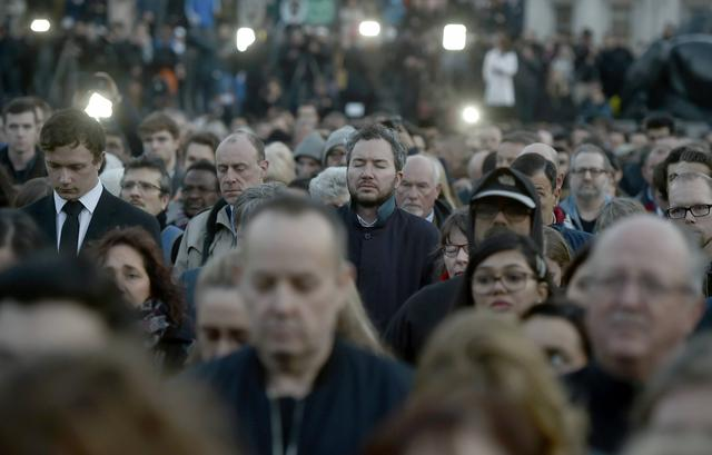 People observe a minute's silence at a vigil in Trafalgar Square the day after an attack, in London, Britain March 23, 2017.    REUTERS/Hannah McKay