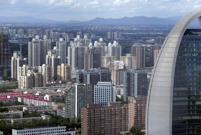 资料图片:2015年6月,北京市区的住宅区和写字楼。REUTERS/Jason Lee